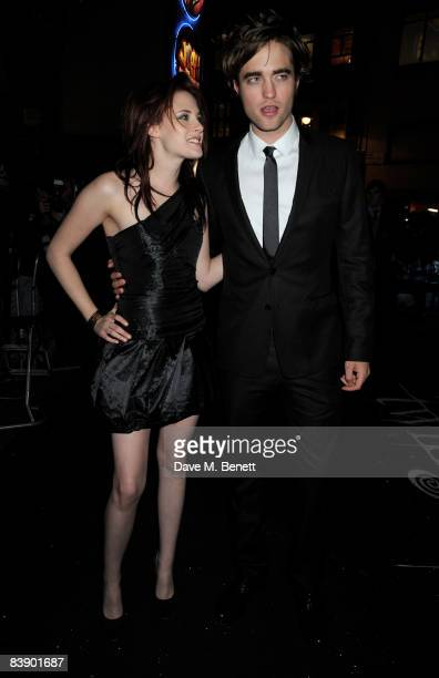 Actors Kristen Stewart and Robert Pattinson arrive at the UK film premiere of 'Twilight', at the Vue Cinema West End on December 3, 2008 in London,...