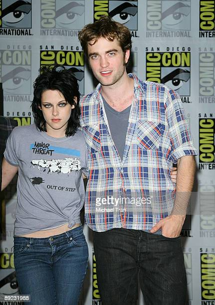 Actors Kristen Stewart and Robert Pattinson attend the 2009 ComicCon Twilight New Moon press conference held at the Hilton San Diego Bayfront Hotel...
