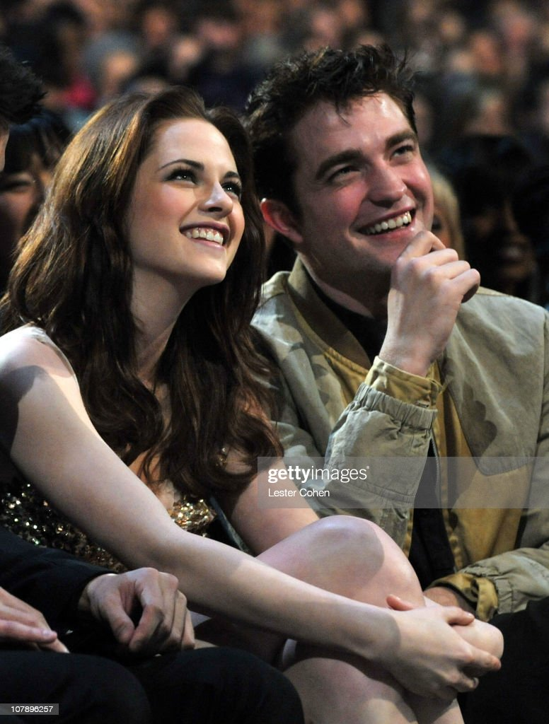 Actors Kristen Stewart and Robert Pattinson attend the 2011 People's Choice Awards at Nokia Theatre L.A. Live on January 5, 2011 in Los Angeles, California.