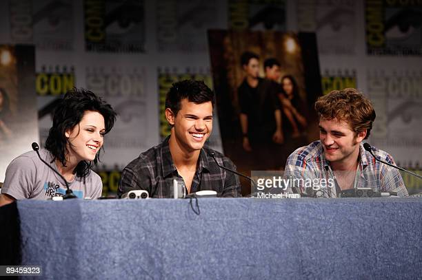 Actors Kristen Stewart Taylor Lautner and Robert Pattinson attend the 2009 ComicCon Twilight New Moon press conference held at the Hilton San Diego...