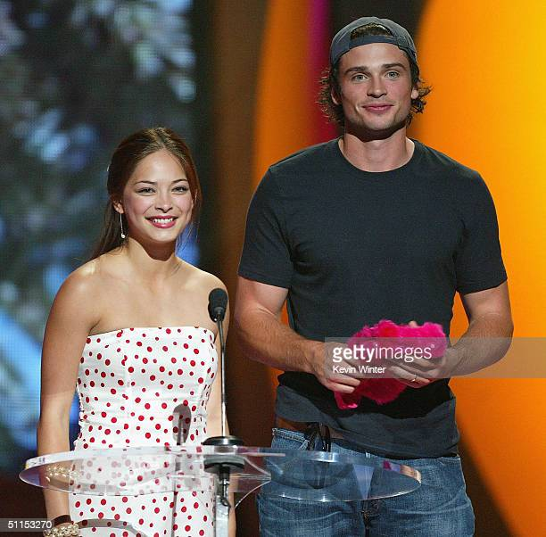 Actors Kristin Kreuk and Tom Welling present the Choice TV Reality Show award on stage at The 2004 Teen Choice Awards held on August 8 2004 at...