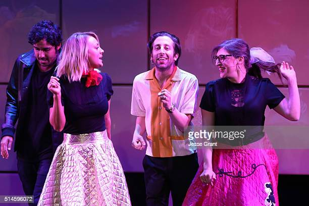Actors Kunal Nayyar Kaley Cuoco Simon Helberg and Mayim Bialik perform onstage during the 24th and final A Night at Sardi's to benefit the...