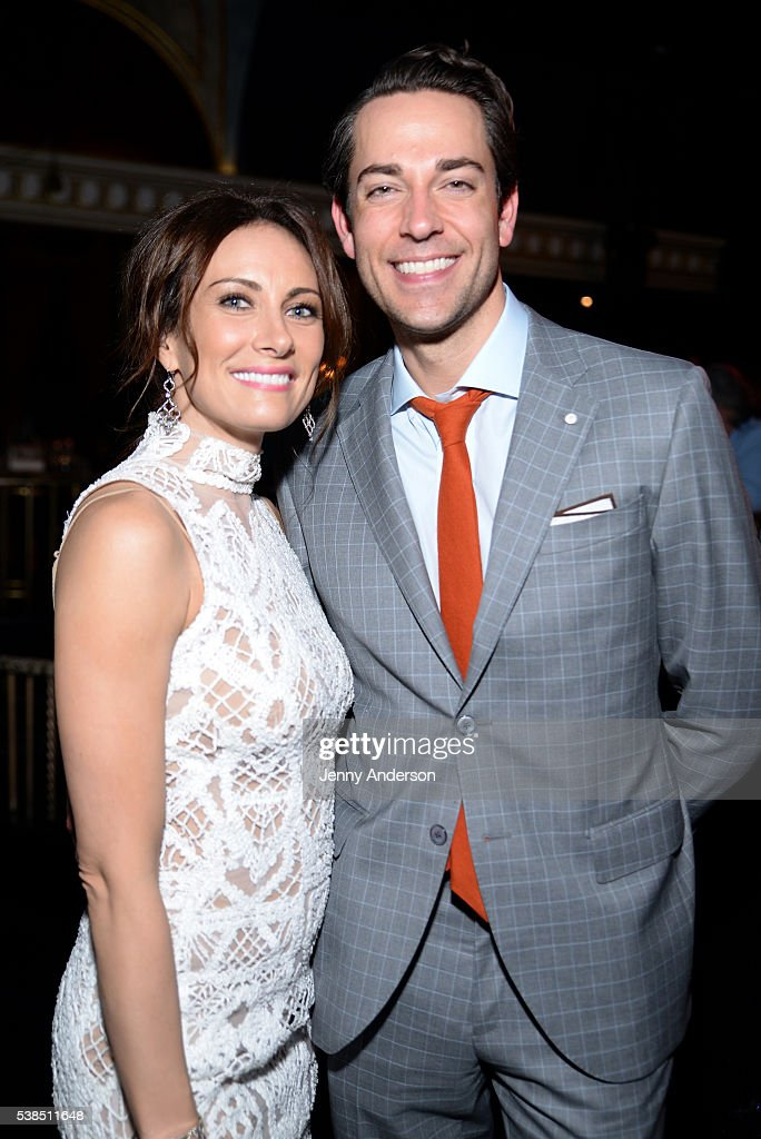 Actors Laura Benanti (L) and Zachary Levi attend the Tony Honors Cocktail Party presenting the 2016 Tony Honors For Excellence In The Theatre and honoring the 2016 Special Award recipients at Diamond Horseshoe on June 6, 2016 in New York City.