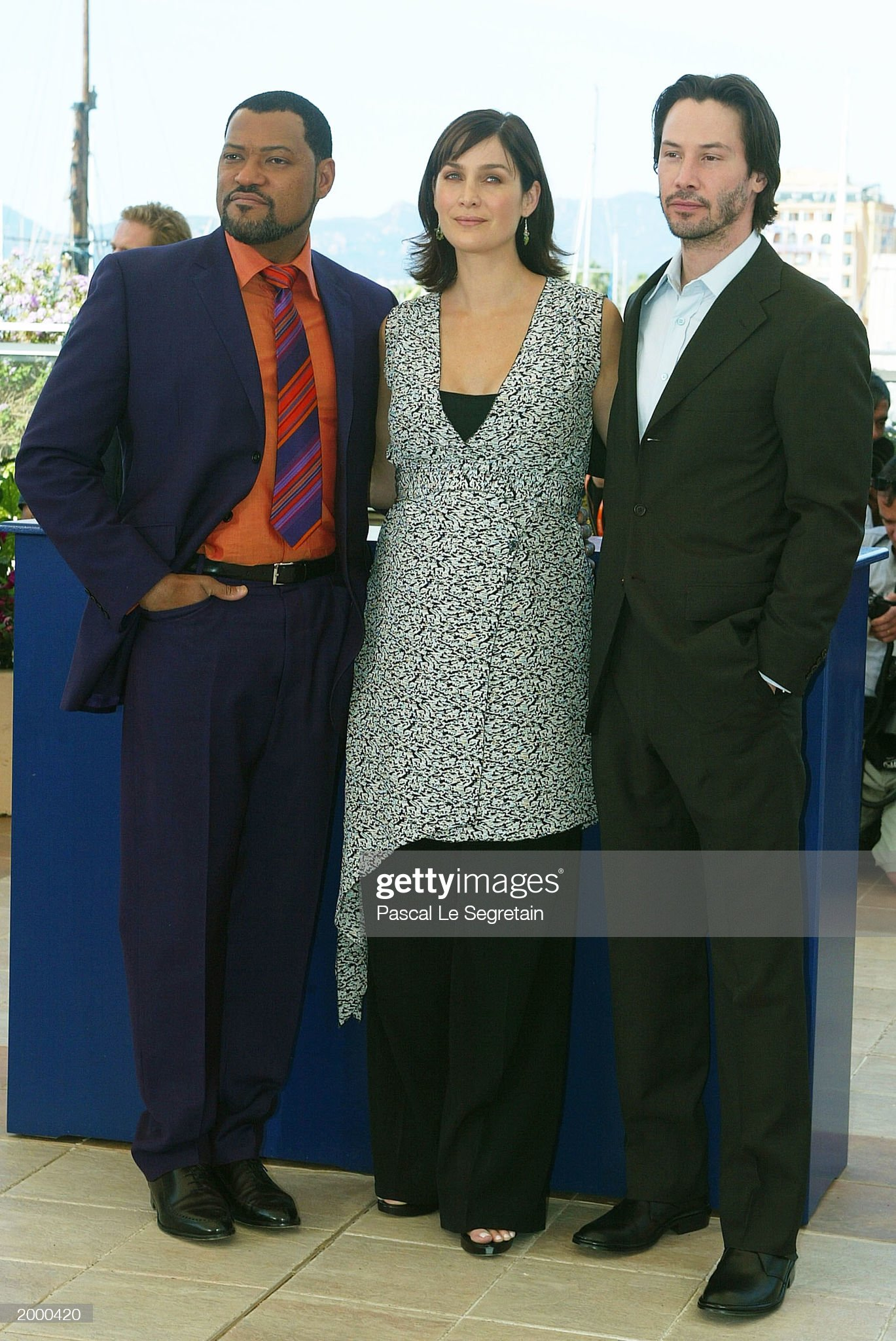 ¿Cuánto mide Laurence Fishburne? - Real height Actors-laurence-fishburne-carrieanne-moss-and-keanu-reeves-pose-for-picture-id2000420?s=2048x2048