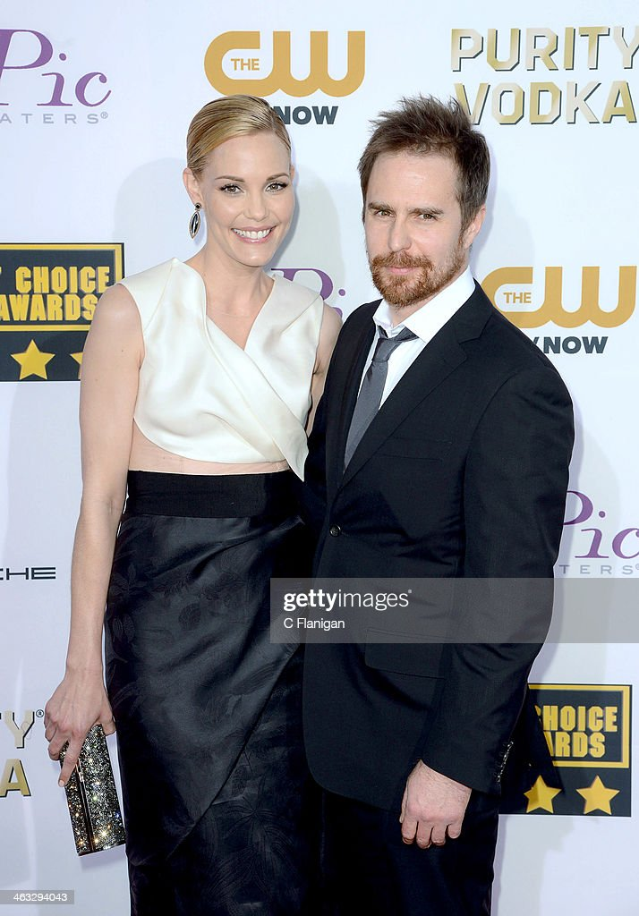 Actors Leslie Bibb (L) and Sam Rockwell arrive at the 19th Annual Critics' Choice Movie Awards at Barker Hangar on January 16, 2014 in Santa Monica, California.