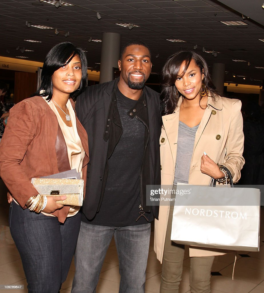 """Cookie And Ervin """"Magic"""" Johnson Host NBA All-Star Kickoff Private Shopping Benefit : News Photo"""