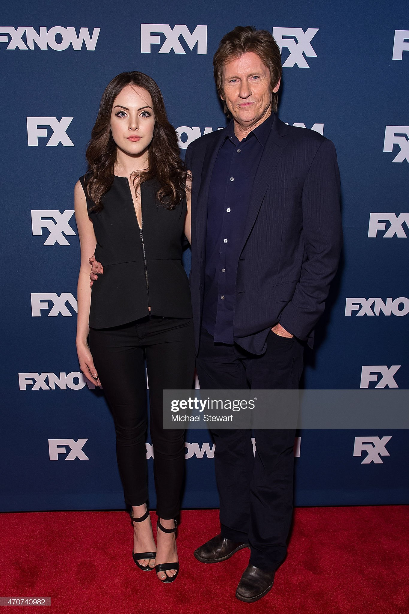 ¿Cuánto mide Elizabeth Gillies - Altura - Real height Actors-liz-gillies-and-denis-leary-attend-the-2015-fx-bowling-party-picture-id470740982?s=2048x2048