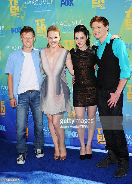 Actors Lucas Grabeel Katie Leclerc Vanessa Marano and Sean Berdy arrive at the 2011 Teen Choice Awards held at the Gibson Amphitheatre on August 7...