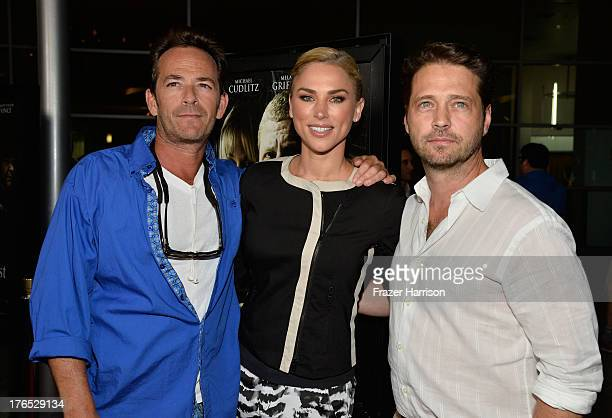 Actors Luke Perry Jason Priestley and Naomi Lowde Priestley arrive at the Premiere Of Dark Tourist at ArcLight Hollywood on August 14 2013 in...