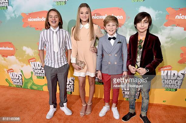 Actors Mace Coronel Lizzy Greene Casey Simpson and Aidan Gallagher attend Nickelodeon's 2016 Kids' Choice Awards at The Forum on March 12 2016 in...