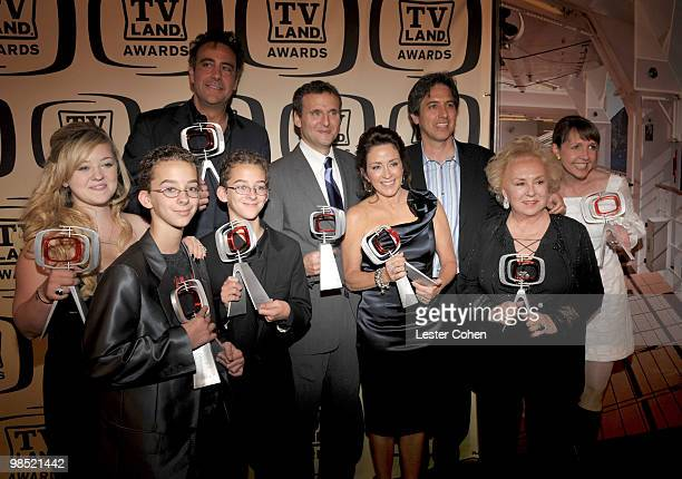 Actors Madylin Sweeten Sullivan Sweeten Sawyer Sweeten Brad Garrett producer Philip Rosenthal and actors Patricia Heaton Ray Romano Doris Roberts and...