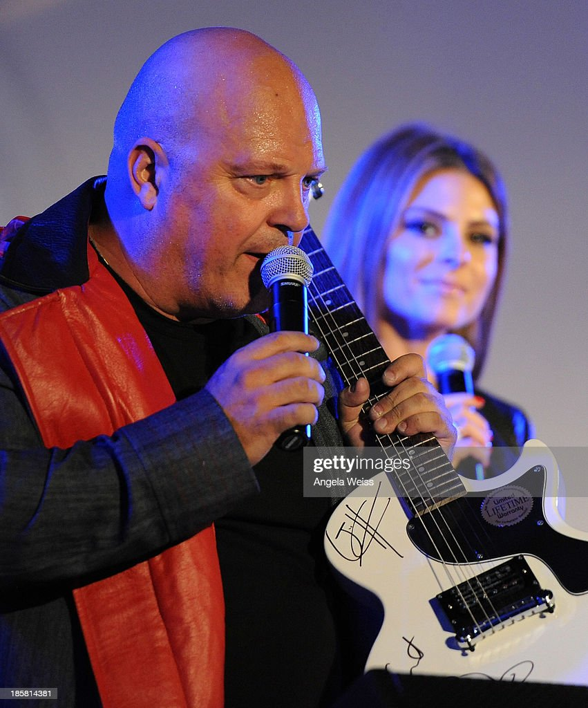 Actors Maria Menounos (R) and Michael Chiklis attend Autism Speaks' 3rd Annual 'Blue Jean Ball' presented by The GUESS Foundation at Boulevard 3 on October 24, 2013 in Hollywood, California.
