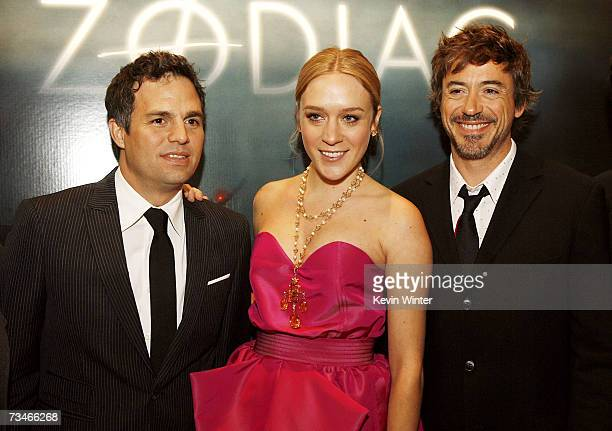 Actors Mark Ruffalo Chloe Sevigny and Robert Downey Jr pose at the premiere of Paramount Picture's 'Zodiac' at the Paramount Theatre on March 1 2007...