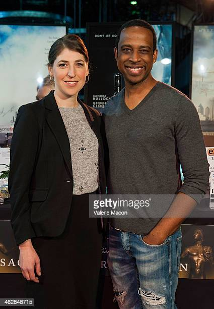 Actors Mayim Bialik and Keith Powel attend the 20th Annual SAG Awards BehindTheScenes Set Decor and Ceremony Auction on January 15 2014 in Hollywood...