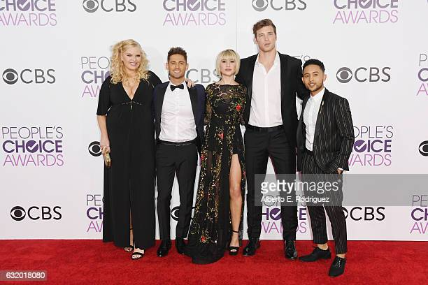 Actors Melissa Peterman JeanLuc Bilodeau Chelsea Kane Derek Theler and Tahj Mowry attend the People's Choice Awards 2017 at Microsoft Theater on...