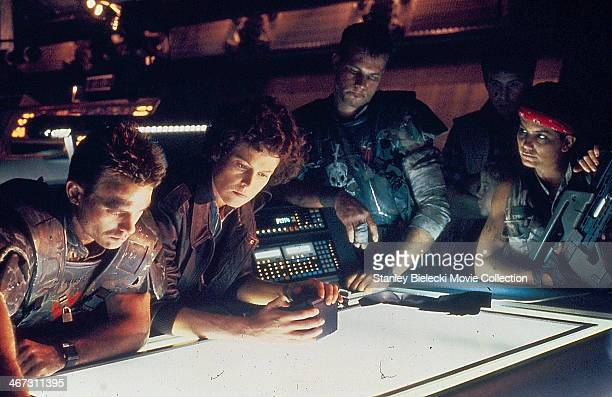 Actors Michael Biehn Sigourney Weaver Bill Paxton Paul Reiser and Jenette Goldstein in a scene from the movie 'Aliens' 1986