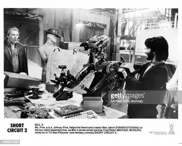 Actors Michael McKean and Fisher Stevens on set of the movie Short Circuit 2 circa 1988