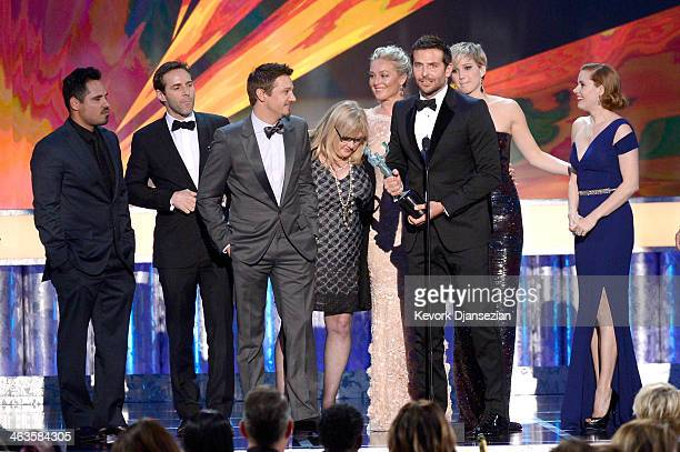 Actors Michael Pena Alessandro Nivola Jeremy Renner Colleen Camp Elisabeth Rohm Bradley Cooper Jennifer Lawrence and Amy Adams accept the Outstanding...