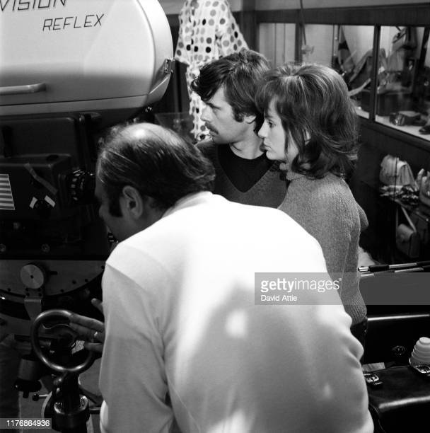 Actors Michael Sarrazin and Jacqueline Bisset on the set of the Israel Horovitz movie Believe In Me in 1970 in New York City New York