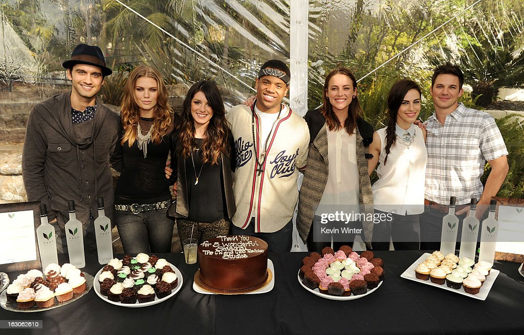 Actors Michael Steger, AnnaLynne McCord, Shenae Grimes, Tristan Wilds, Jessica Stroup, Jessica Lowndes and Matt Lanter pose at the CW Network's '90210' Season 5 Wrap Party on March 3, 2013 in Los Angeles, California.