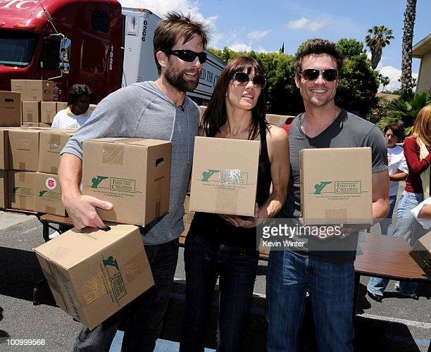 Actors Micheal Muhney Stacy Haiduk and Daniel Goddard help distribute food at the 37th Annual Daytime Emmy Awards' 'Daytime Gives Back' at the...