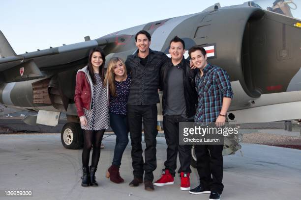 Actors Miranda Cosgrove Jennette McCurdy Jerry Trainor Noah Munck and Nathan Kress of Nickelodeon's iCarly pose at MCAS Miramar on January 9 2012 in...