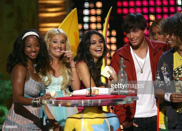 Actors Monique Coleman Ashley Tisdale Vanessa Anne Hudgens Zac Efron and Corbin Bleu accept the award for Choice Comedy/Musical movie for High School...