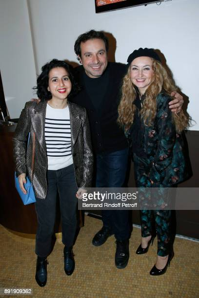 Actors Nadia Roz Bruno Salomone and CoOwner of the 'Theatre de la Tour Eiffel' Christelle Chollet pose after Fred Testot performed in his One Man...