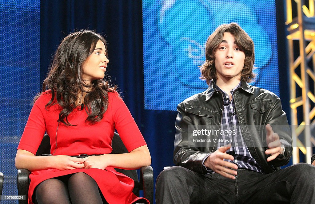 Actors Naomi Scott And Blake Michael Speak At Disney Abc Television Fotografía De Noticias Getty Images