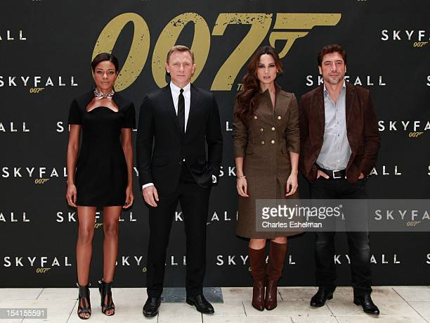 "Actors Naomie Harris, Daniel Craig, Bernice Marlohe and Javier Bardem attend the ""Skyfall"" cast photo call at Crosby Street Hotel on October 15, 2012..."