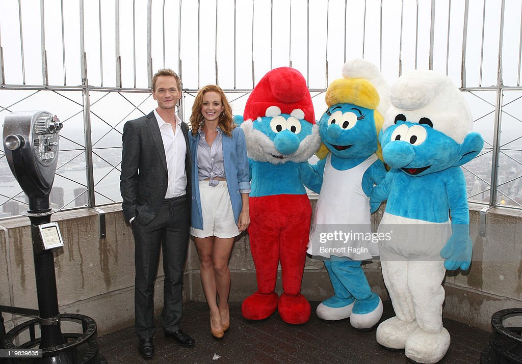 Neil Patrick Harris, Jayma Mays, Veronique Culliford, Smurfette, Papa Smurf, And Smurf Visit The Empire State Building