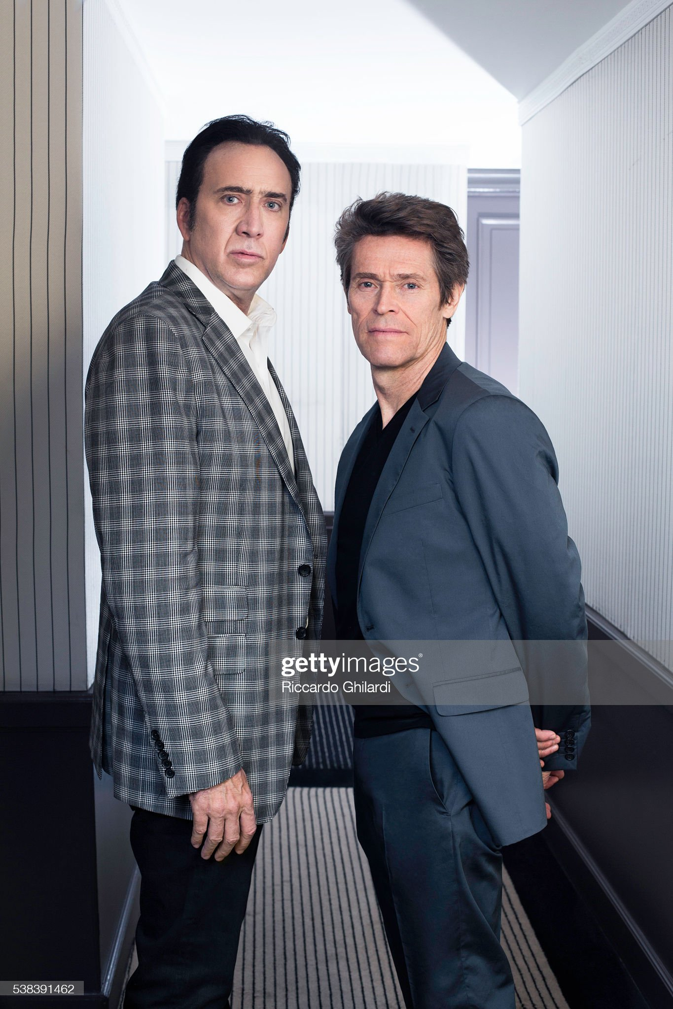 ¿Cuánto mide Willem Dafoe? - Altura - Real height Actors-nicolas-cage-and-willem-dafoe-are-photographed-for-self-on-picture-id538391462?s=2048x2048