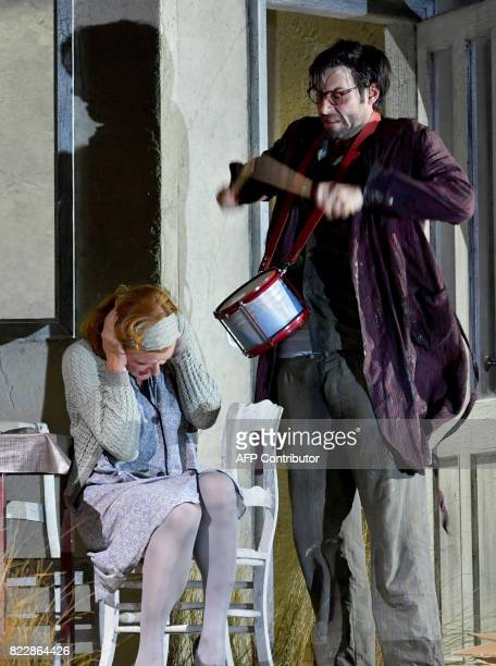 Actors Nina Petri Max Simonischek perform in the rehearsal of Harold Pinter's 'Die Geburtstagsfeier' in Salzburg on July 25 2017 during the 2017...