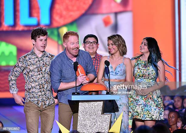Actors Nolan Gould Jesse Tyler Ferguson Rico Rodriguez Sarah Hyland and Ariel Winter of Modern Family accept award for Favorite Family TV Show...