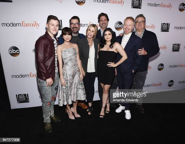 Actors Nolan Gould Sarah Hyland Ty Burrell and Julie Bowen executive producer Steven Levitan and actors Ariel Winter Jesse Tyler Ferguson and Eric...
