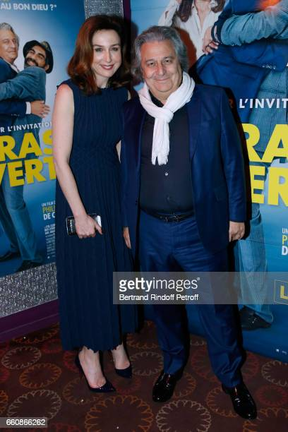 Actors of the movie Elsa Zylberstein Christian Clavier and Ary Abittan attend the 'A bras ouverts' Paris Premiere at Cinema Gaumont Opera on March 30...