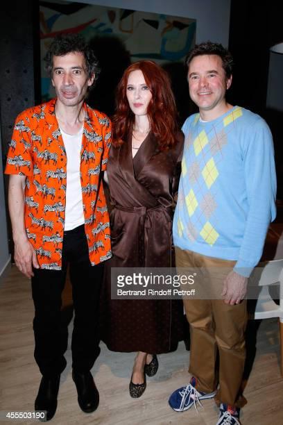 Actors of the piece Eric Elmosnino, Audrey Fleurot and Guillaume de Tonquedec pose after 'Un diner d'adieu' : Premiere. Held at Theatre Edouard VII...