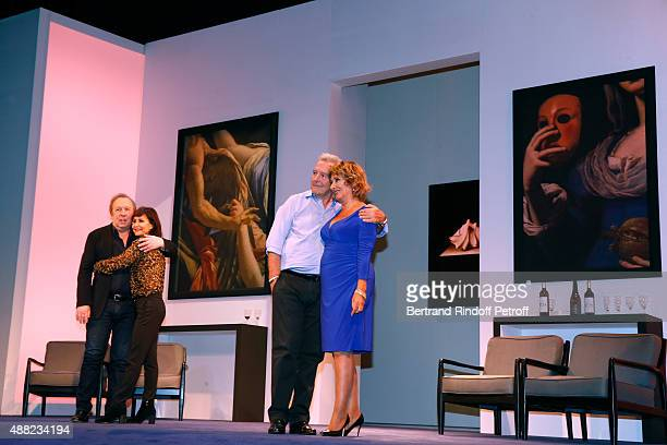 Actors of the Piece JeanMichel Dupuis Evelyne Bouix Pierre Arditi and Josiane Stoleru acknowledge the applause of the audience at the end of 'Le...