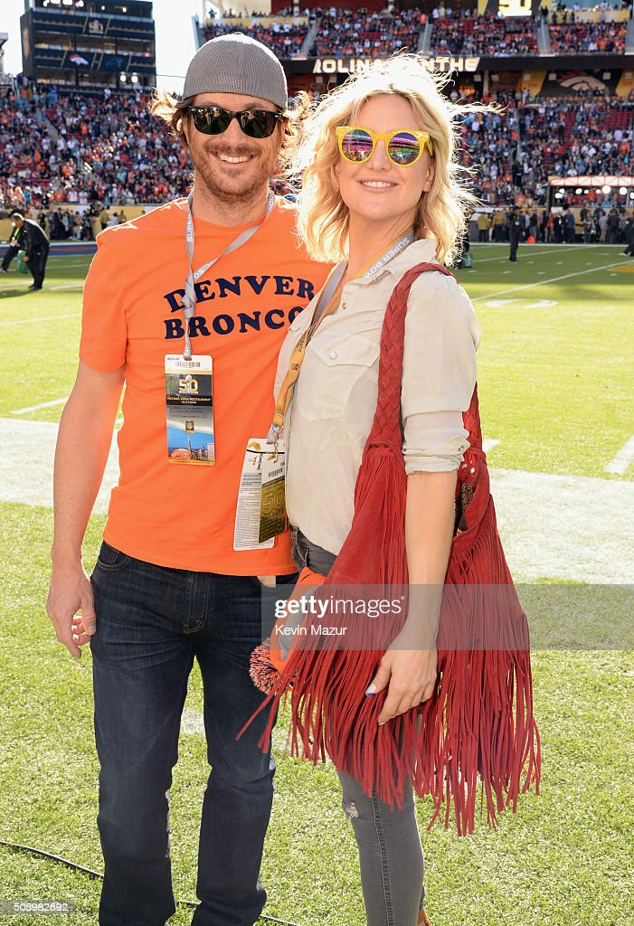 Actors Oliver Hudson (L) and Kate Hudson attend Super Bowl 50 at Levi's Stadium on February 7, 2016 in Santa Clara, California.