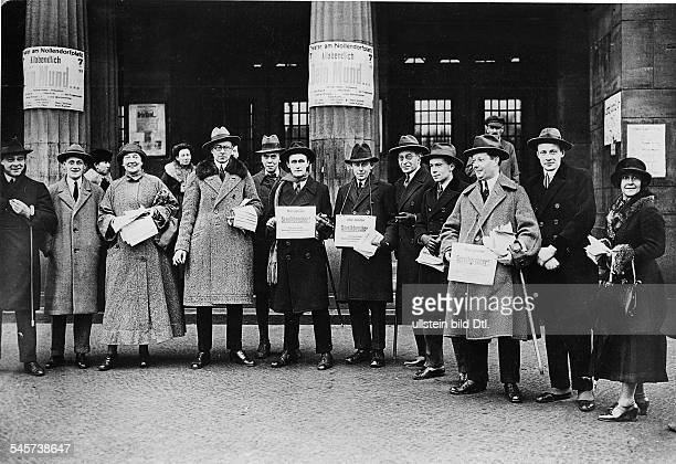 Actors on a strike in front of the Theater on the Nollendorfplatz Berlin