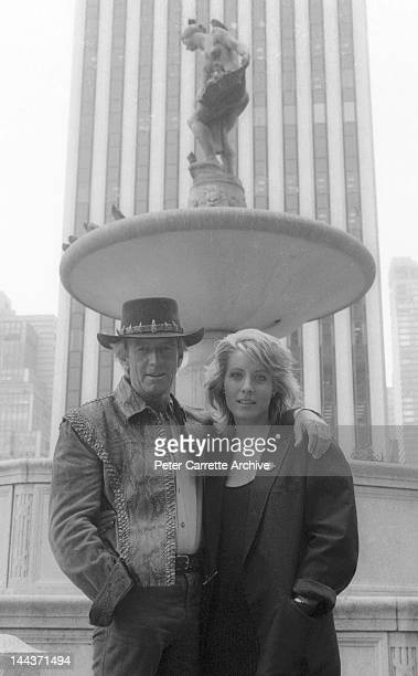 Actors Paul Hogan and Linda Kozlowski on the set of their new film 'Crocodile Dundee' in 1986 in New York City