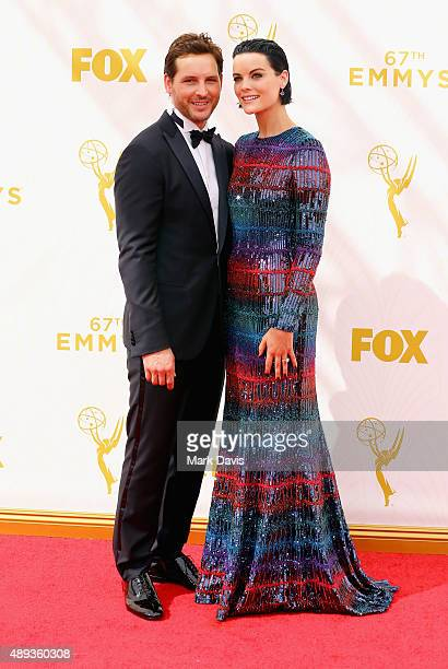 Actors Peter Facinelli and Jaimie Alexander attend the 67th Annual Primetime Emmy Awards at Microsoft Theater on September 20, 2015 in Los Angeles,...