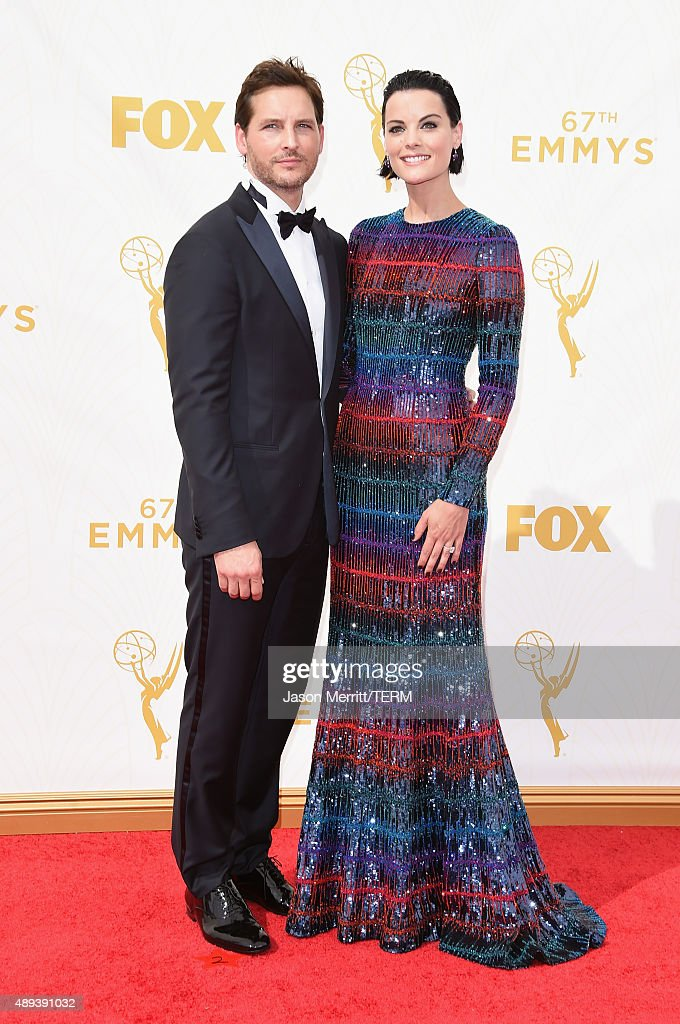 Actors Peter Facinelli and Jaimie Alexander attend the 67th Annual Primetime Emmy Awards at Microsoft Theater on September 20, 2015 in Los Angeles, California.