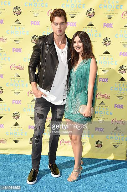 Actors Pierson Fode and Victoria Justice attend the Teen Choice Awards 2015 at the USC Galen Center on August 16 2015 in Los Angeles California