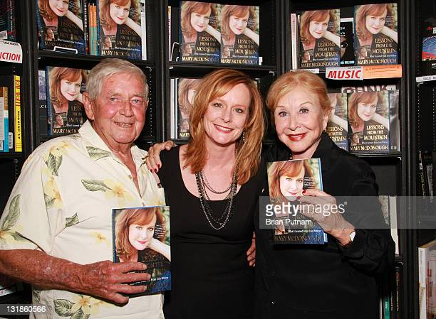 Actors Ralph Waite Mary McDonough and Michael Learned attend the signing of Mary McDonough's book 'Lessons From the Mountain What I Learned From Erin...