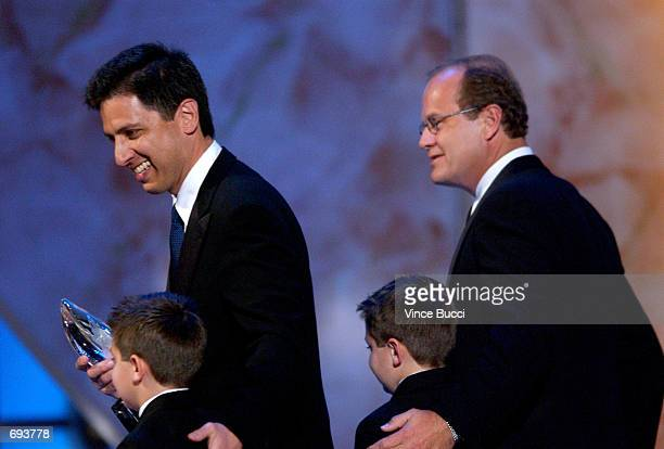 Actors Ray Romano and Kelsey Grammer walk off stage with twins Matthew and Gregory Romano during the 28th Annual Peoples Choice Awards at the...