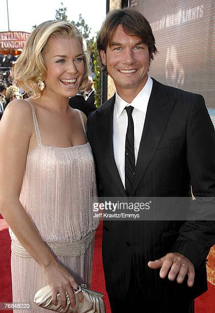Actors Rebecca Romijn and Jerry O'Connell arrives at the 59th Primetime EMMY Awards at the Shrine Auditorium on September 16, 2007 in Los Angeles,...