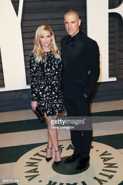 Actors Reese Witherspoon and Jim Toth attend the 2017 Vanity Fair Oscar Party hosted by Graydon Carter at the Wallis Annenberg Center for the...