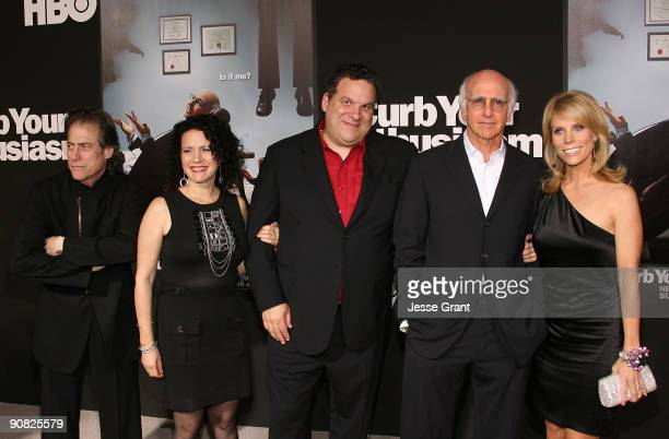 Actors Richard Lewis Susie Essman Jeff Garlin Larry David and Cheryl Hines arrive at the season 7 premiere for Curb Your Enthusiasm at the Paramount...