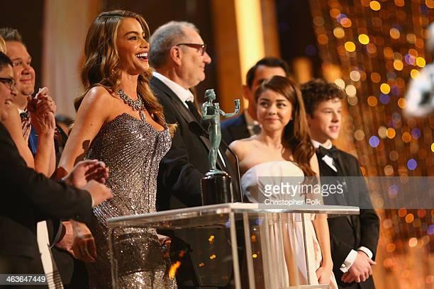 Actors Rico Rodriguez Eric Stonestreet Sofía Vergara Ed O'Neill Sarah Hyland Ty Burrell and Nolan Gould accept award onstage during 20th Annual...